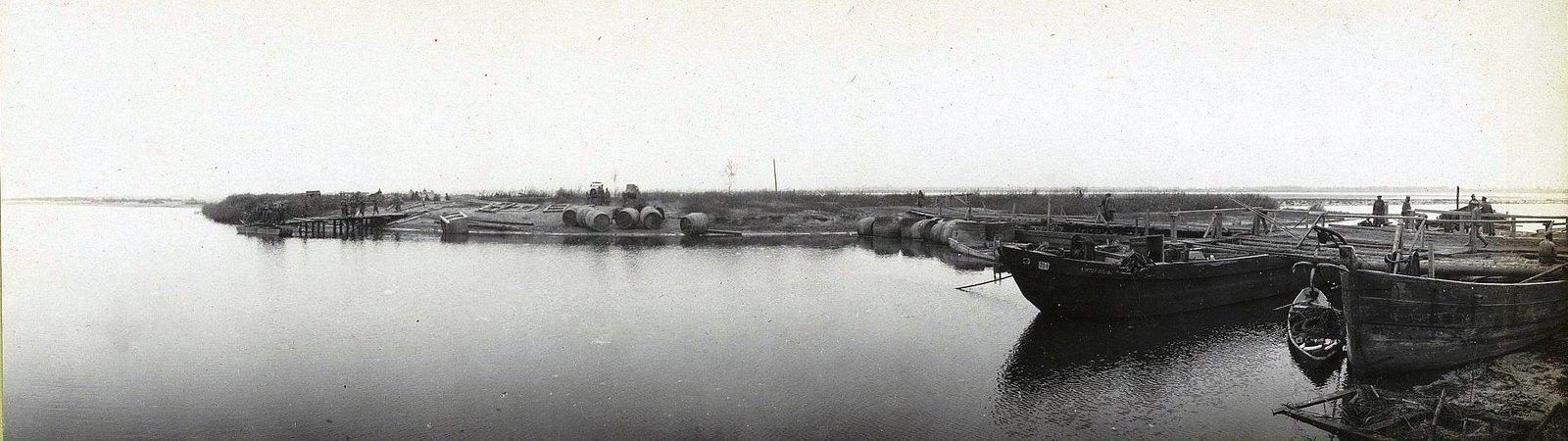 37. Постройка моста у деревни Павловице