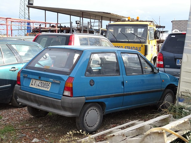 waiting for scrap - 1989 Citroen AX 10 E