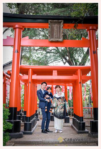 名古屋市の川原神社 赤い鳥居の下は映えスポット