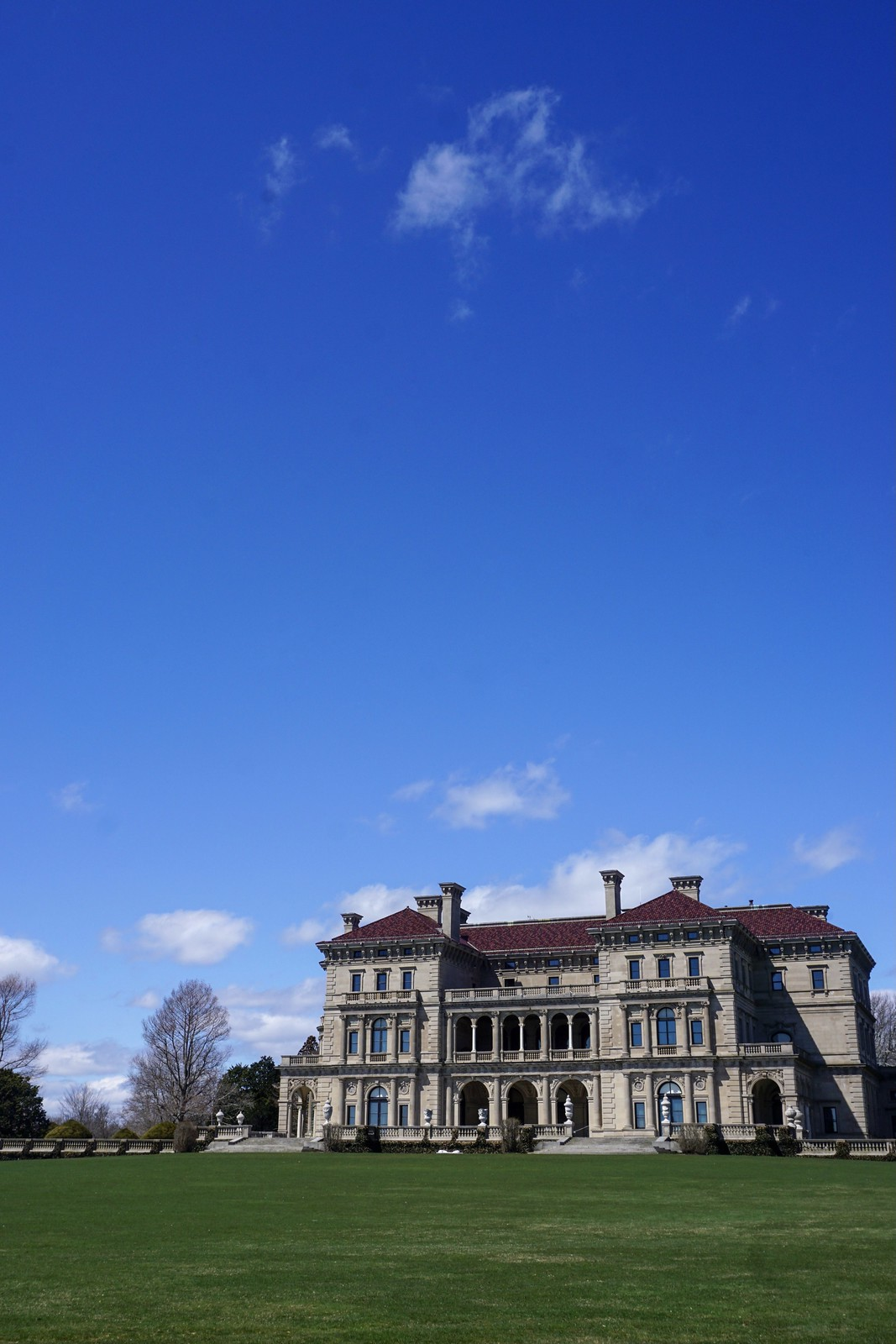 The Breakers Vanderbilt Mansion view from the Cliff Walk | 48 Hours in Newport Itinerary | A First Timer's Guide to 2 Days in Newport Rhode Island | What to do in Newport | Newport Travel Guide | Best Things to do in Newport | Best Places to Visit in Newport