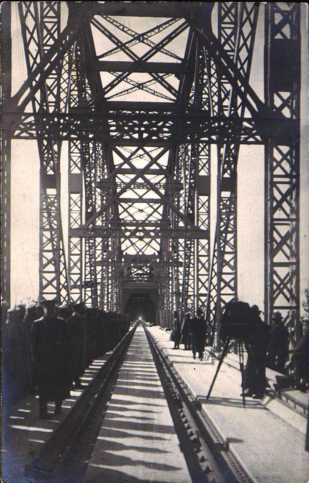 03. 1916. Открытие железнодорожного моста через реку Амур.Октябрь