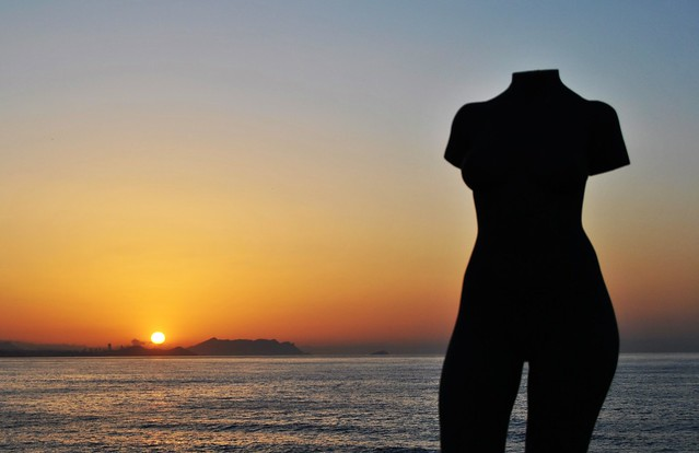 Paseo de La Voramar de les Escultures, al amanecer