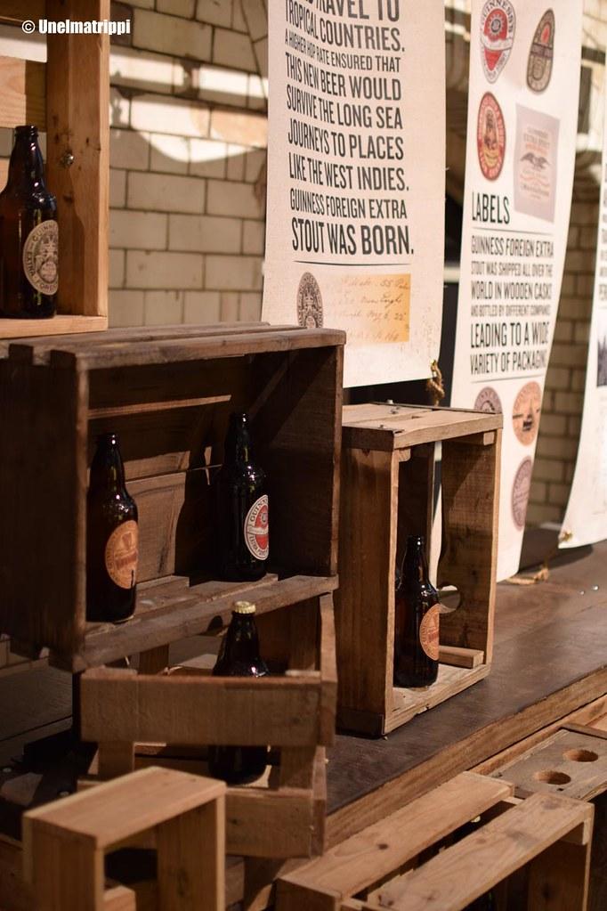 Laatikoita Guinness Storehousen näyttelyssä