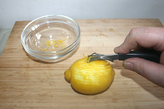 09 - Make lemon zests / Zitronenabrieb erzeugen