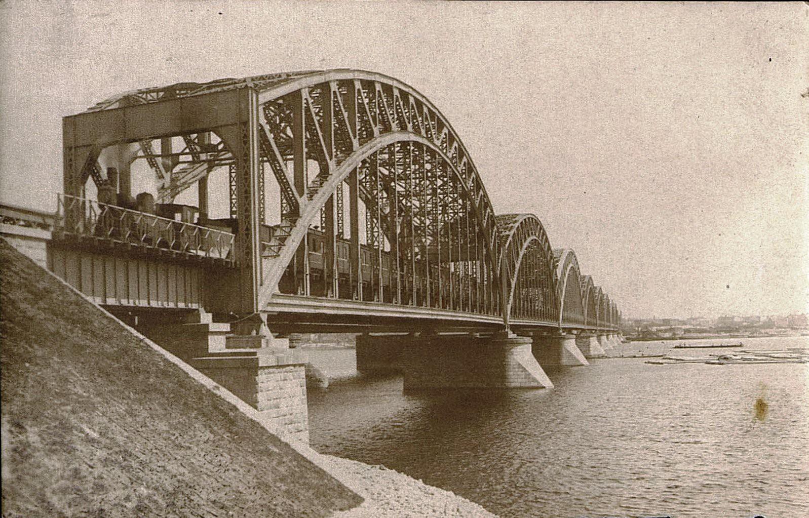 13. 1916. Открытие железнодорожного моста через реку Амур. Октябрь