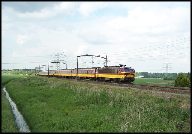 NMBS 1192 met Benelux - Wieldrechtse Zeedijk, 02-06-2006