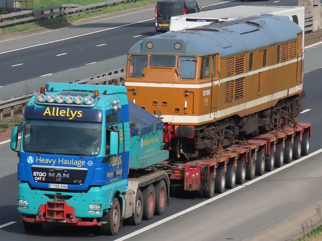 Allelys Heavy Haulage, M.A.N V8 (T700AAH) With 31190, On The A1M Southbound