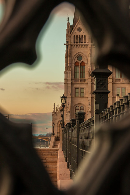Urban peephole