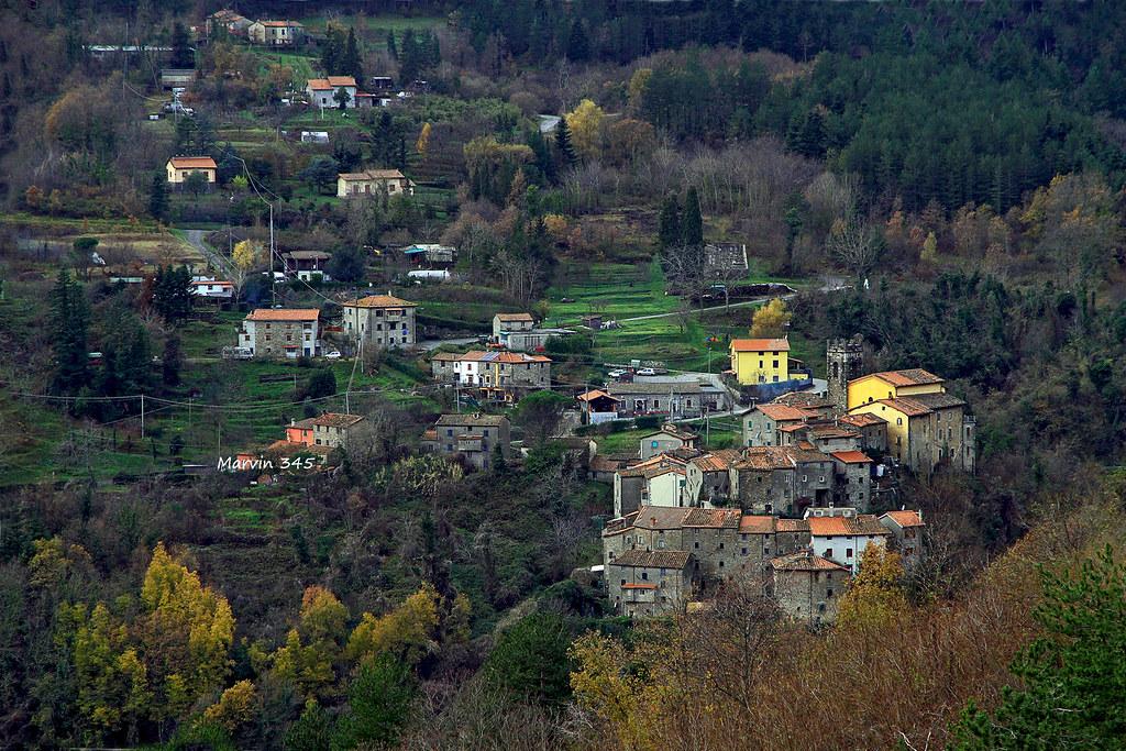 T - Piccolo villaggio sui  monti pistoiesi in Toscana