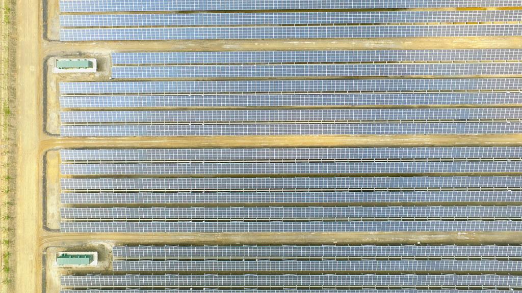 位於台南市七股區的台電鹽田光電場。資料照,孫文臨攝