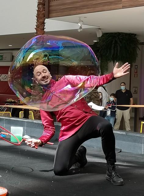 Sus pompas y sus obras / Soap bubbles