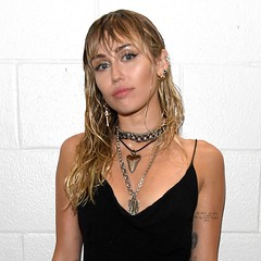 Miley Cyrus rejoint Taylor Swift et Lady Gaga en battant un record impressionnant
