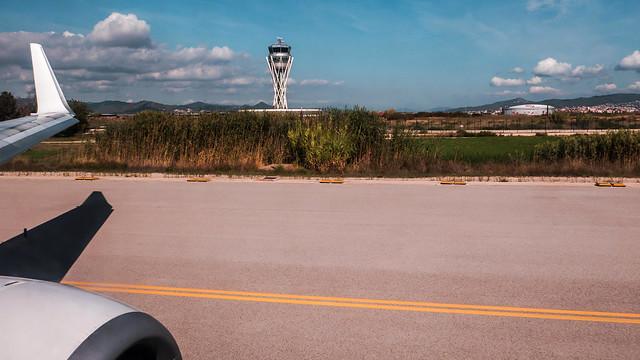 Getting ready for take off - Barcelona Airport (Kodak Elite Color 400) (Panasonic Lumix DMC LX100)