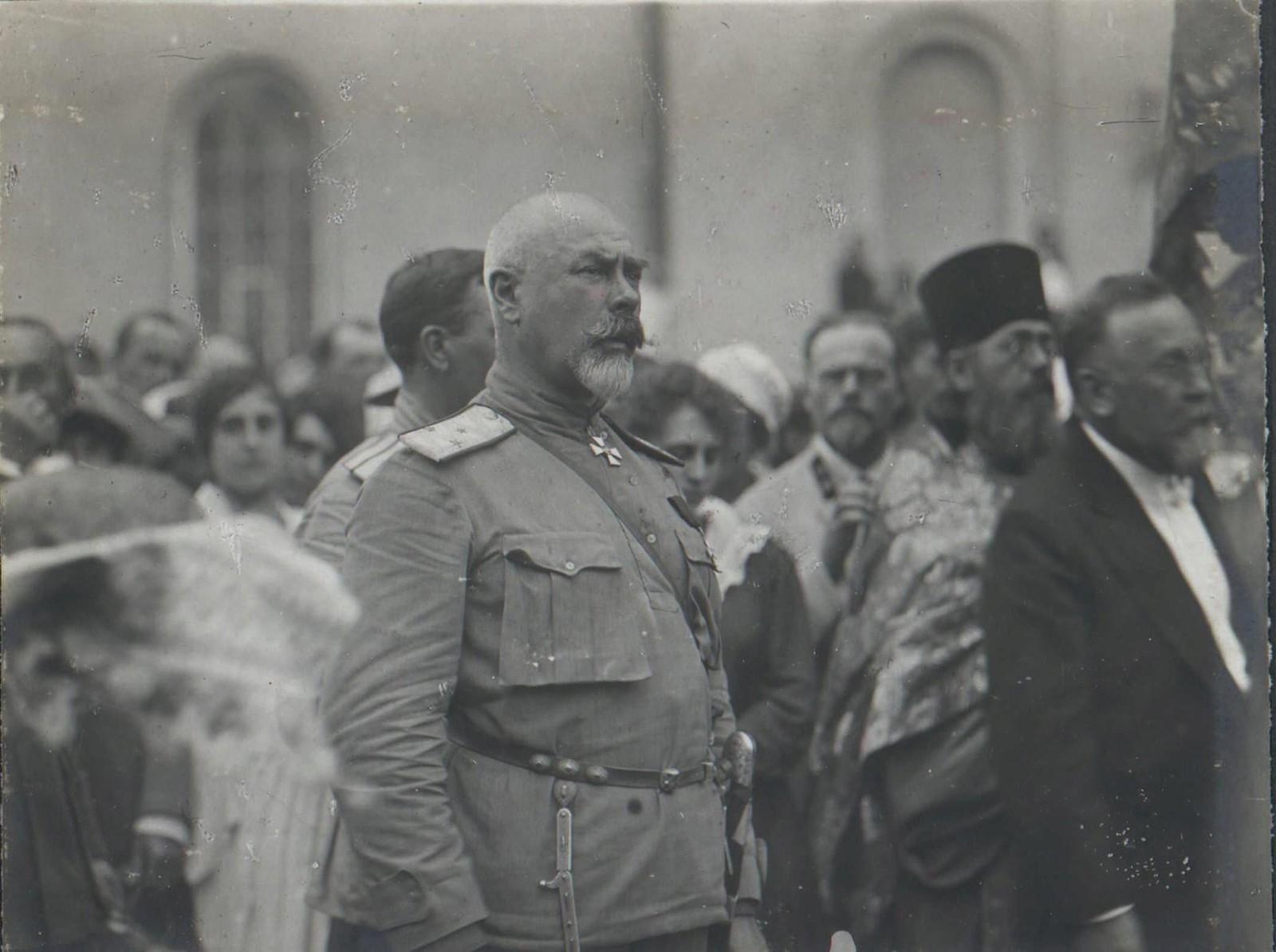 173. 1919. Генерал А.И.Деникин в Харькове на параде