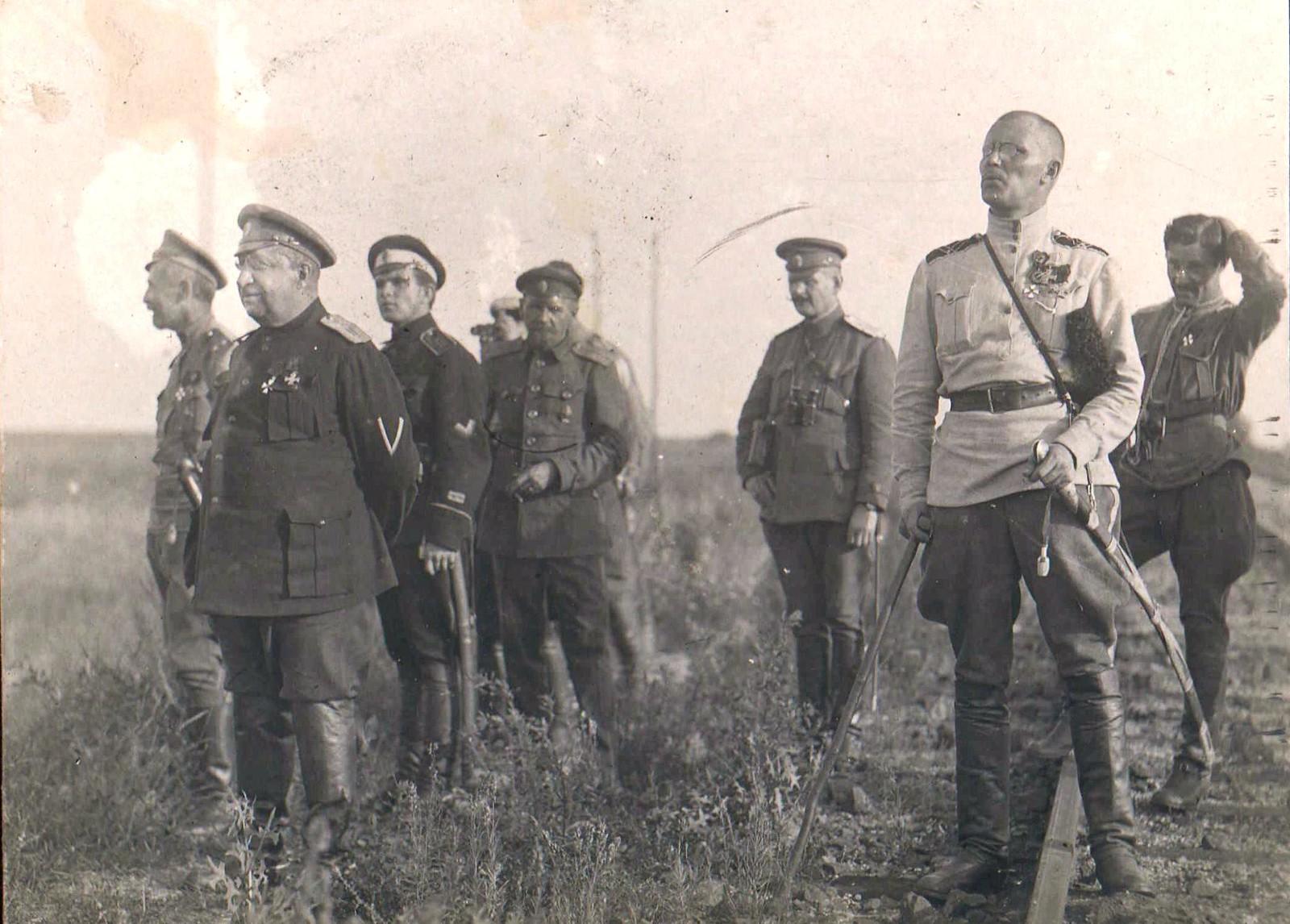 185. 1919. Генералы В.З. Май-Маевский и Н.С. Тимановский наблюдают за боем у станции Лиски