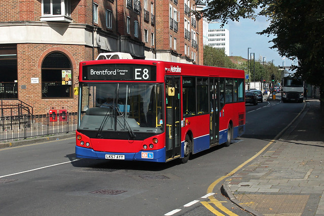 Route E8, Metroline, MM827, LK57AYY