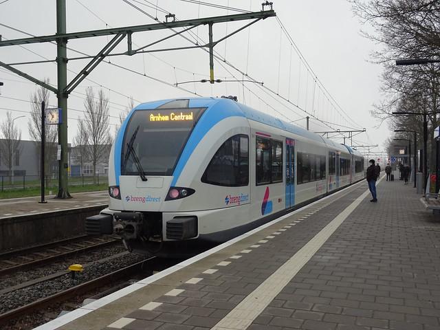 Breng 5044 in station Zevenaar met eindbestemming Arnhem CS 06-04-2021