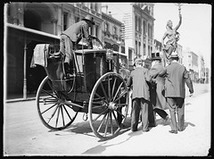 Gentleman being assisted into horse-drawn cab, Sydney, c. 1900, Frederick Danvers Power