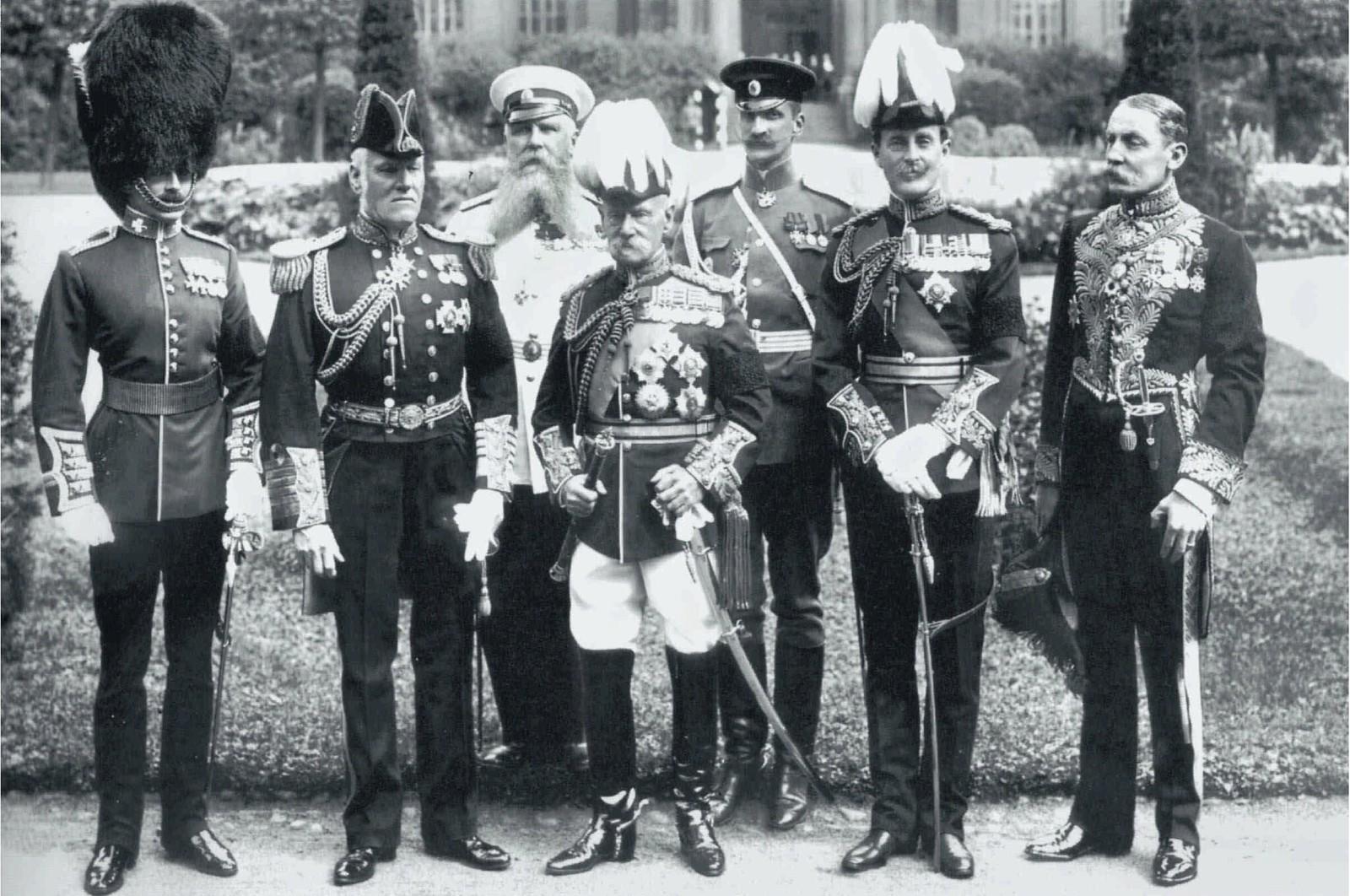 16. 1910. Члены британской делегации, прибывшие в Санкт-Петербург по случаю вступления на престол короля Георга V