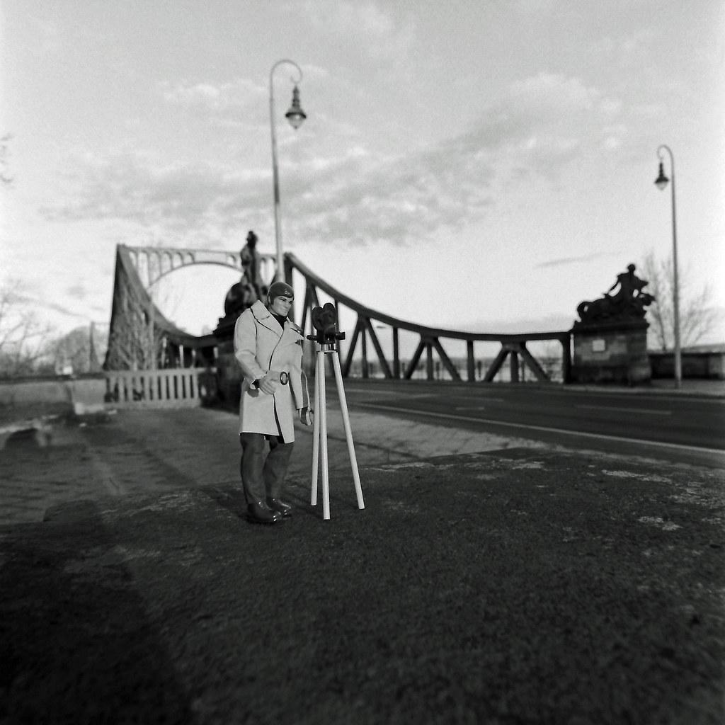 JIM001 Agent in Berlin 3.4.2021 Glienicker Brücke