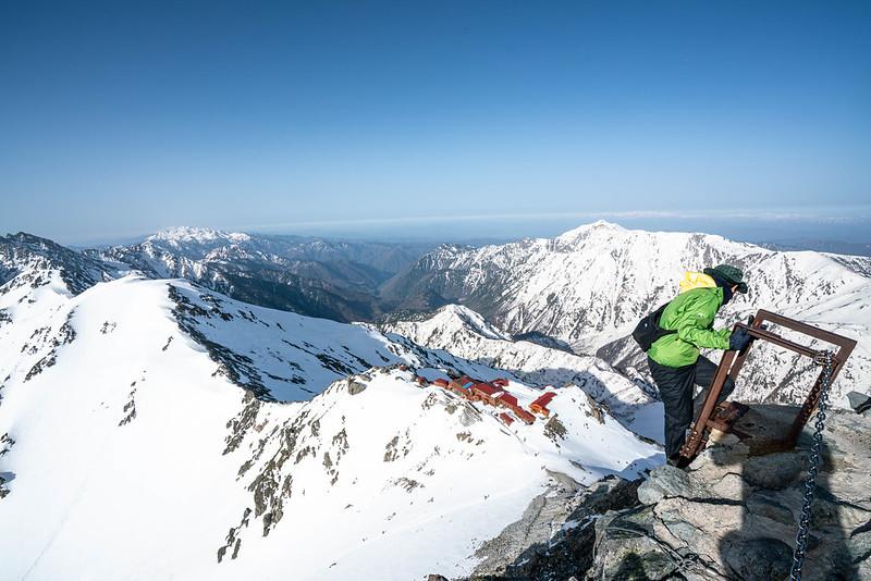 槍ヶ岳の梯子を登る