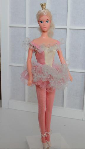 Ballerina Barbie 1975 full shot