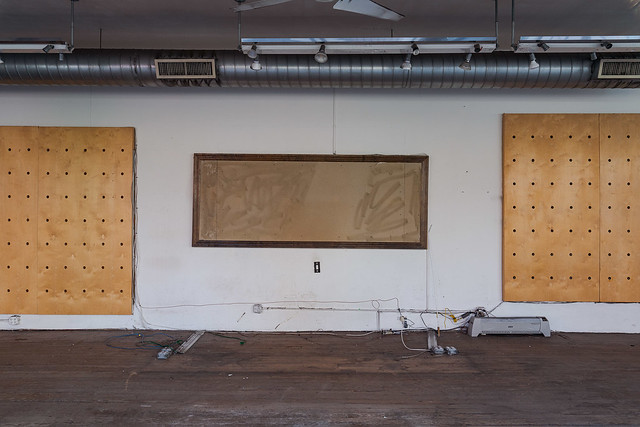 Empty Retail (former clothing store), Brooklyn, 2021.