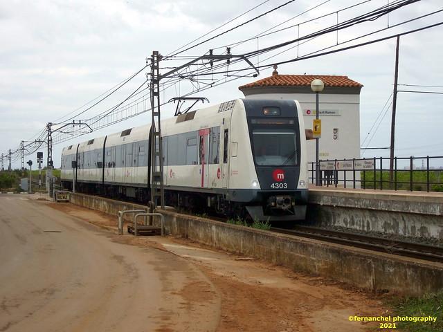 Tren de Metrovalencia (Línea 1) a su paso por el Apeadero de Sant Ramon. PICASSENT (Valencia)
