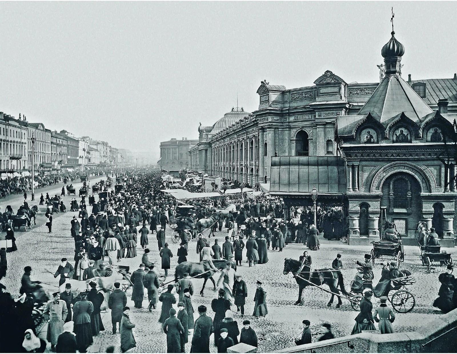 32. 1900-е. Невский проспект у Большого Гостиного двора
