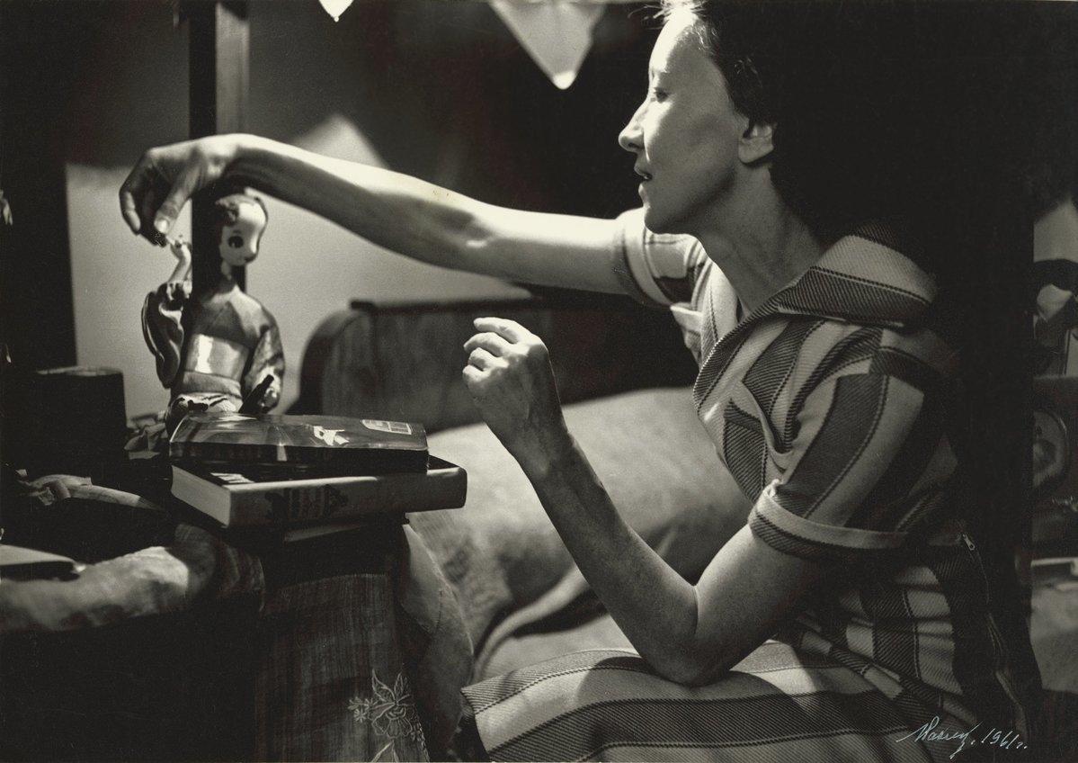 1961. Галина Уланова у себя дома