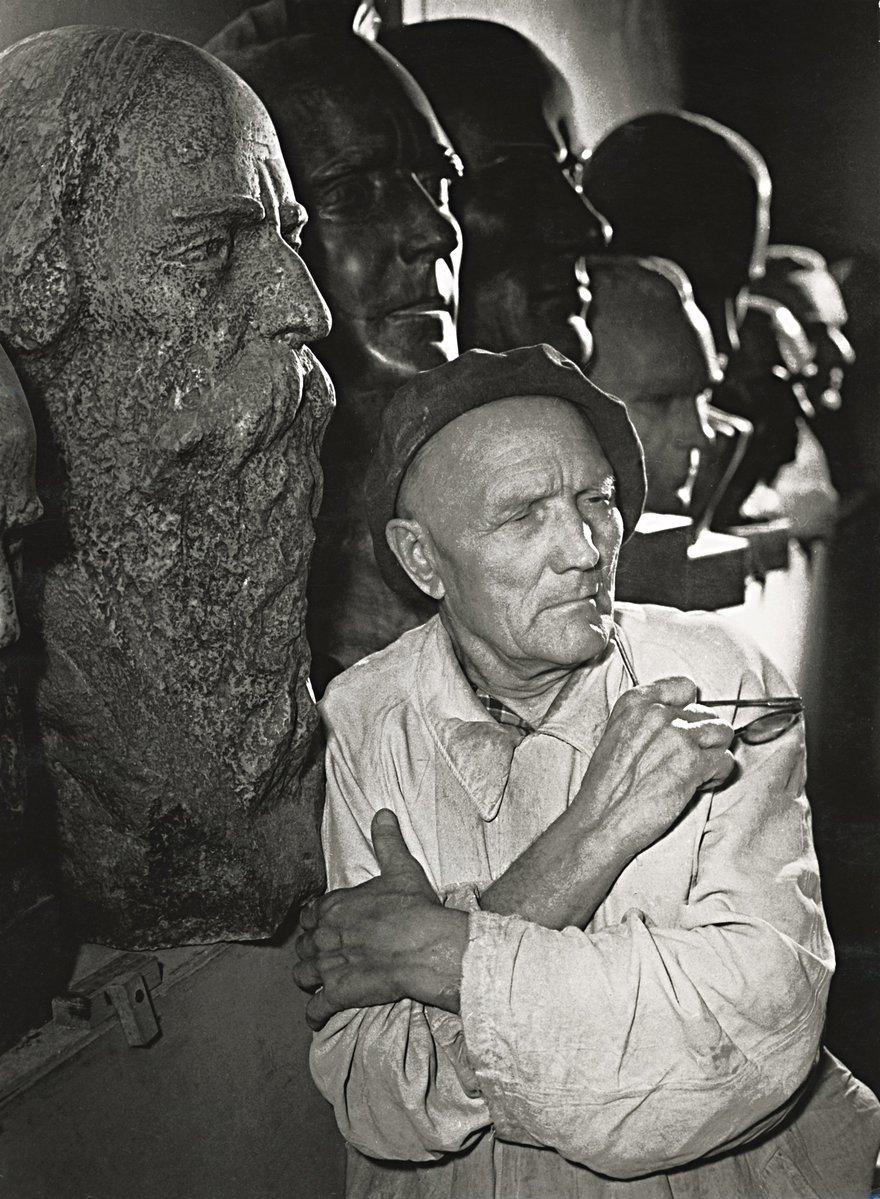 1958. Скульптор Дмитрий Цаплин