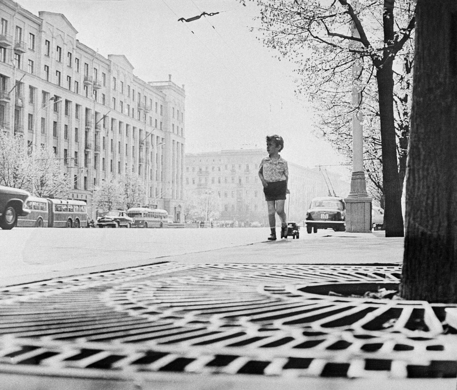 1967. А я иду, шагаю по Москве... На улице Горького