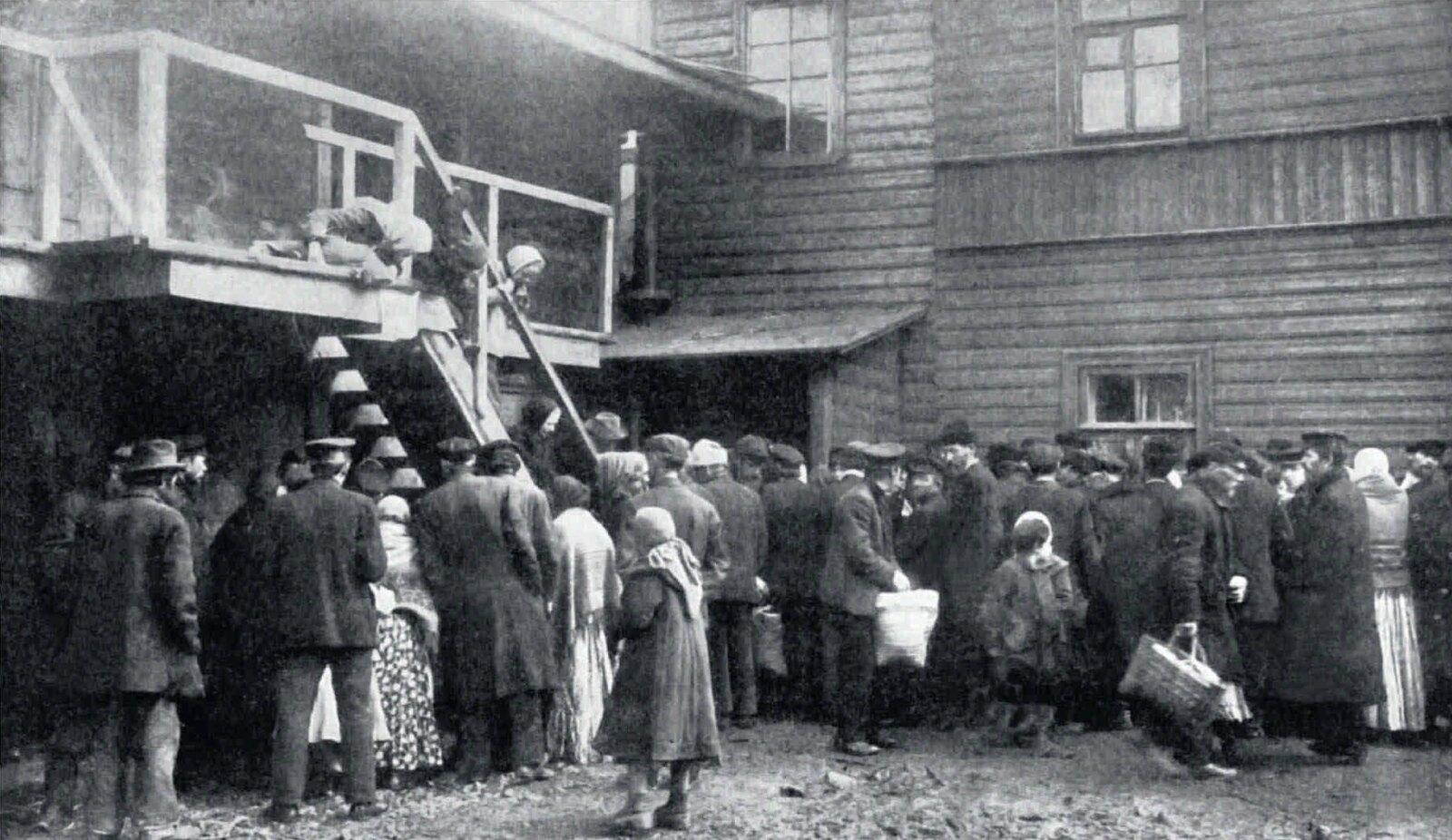 44. 1907. Очередь безработных за провизией на пункте «Прямая помощь»