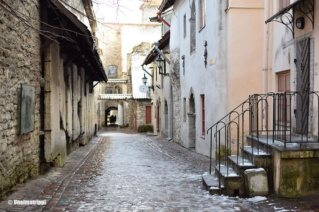 Katunäkymä Tallinnan vanhassa kaupungissa