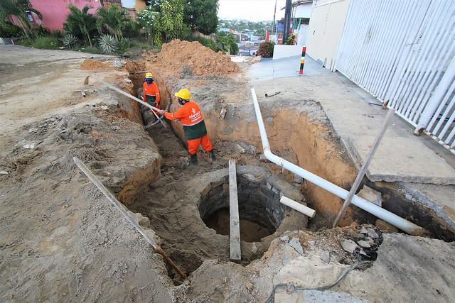 07.04.21 - Revitalização de drenagens no Parque Dez de Novembro