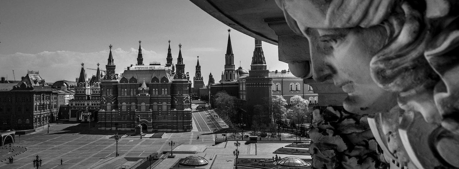 Барельеф гостиницы «Националь», вид на Кремль и Исторический Музей