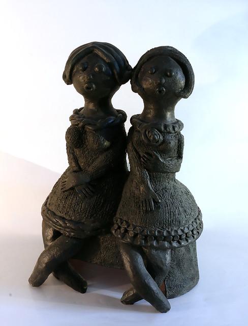 פיסול שתי נשים רחל פרנק הפסלת האמנית הישראלית העכשווית המודרנית היוצרת