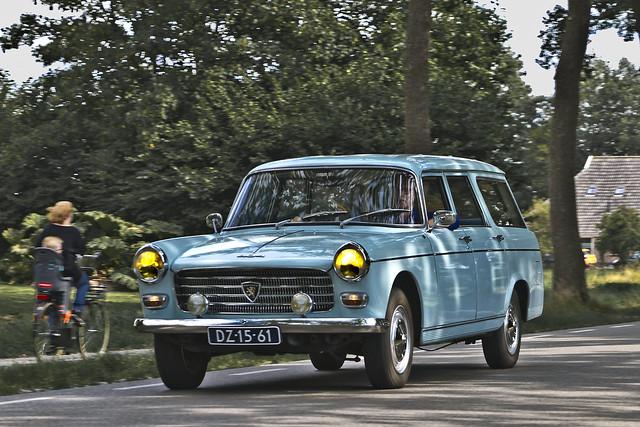 Peugeot 404 Familiale DeLuxe 1968 (8898)