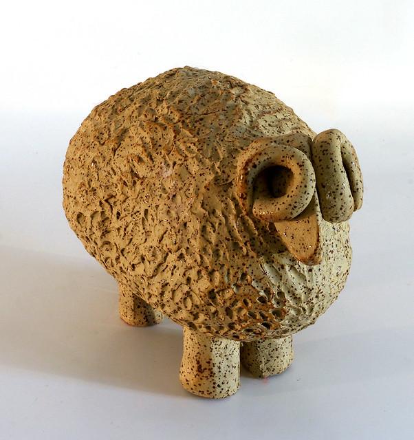 פיסול של כבש  רחל פרנק הפסלת האמנית הישראלית העכשווית המודרנית היוצרת