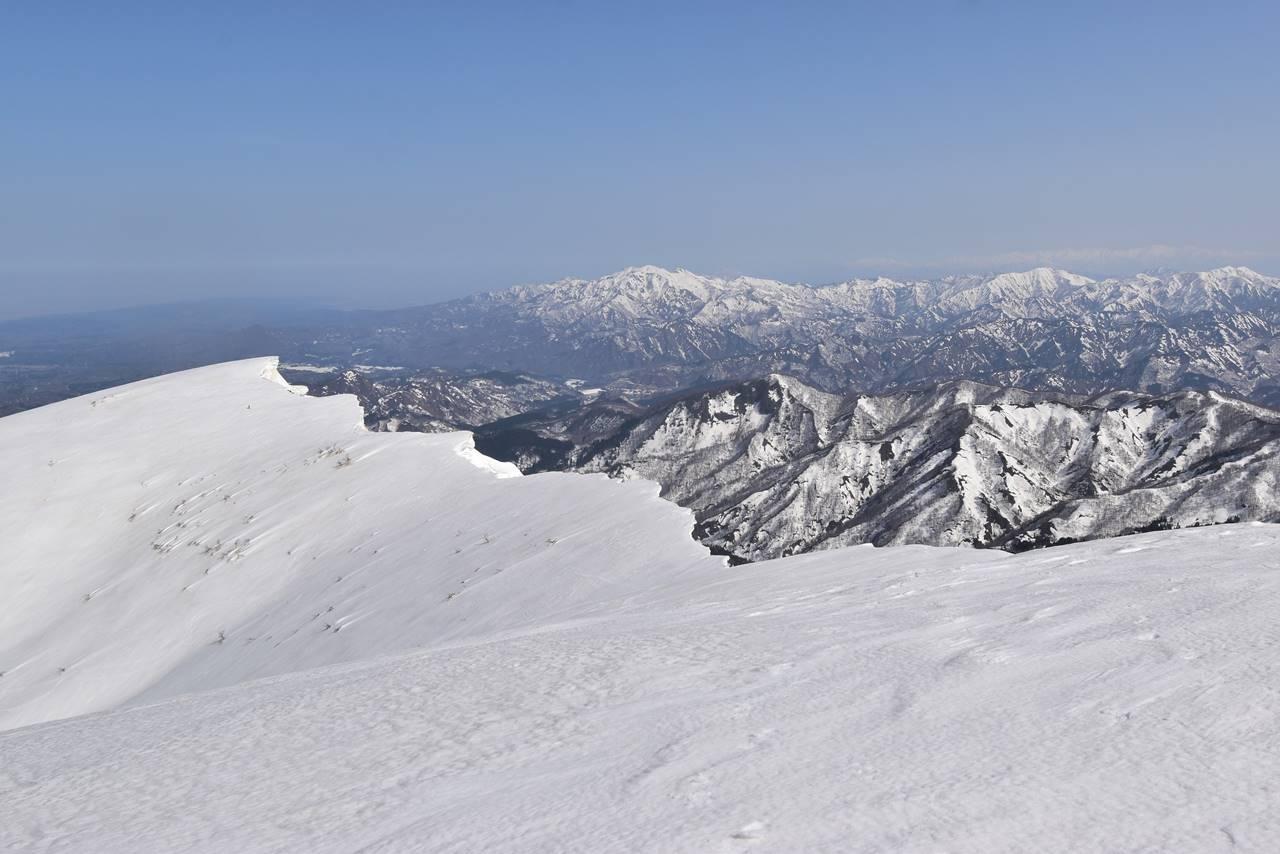 【新潟】守門岳・大岳から眺める中津又岳と粟ヶ岳