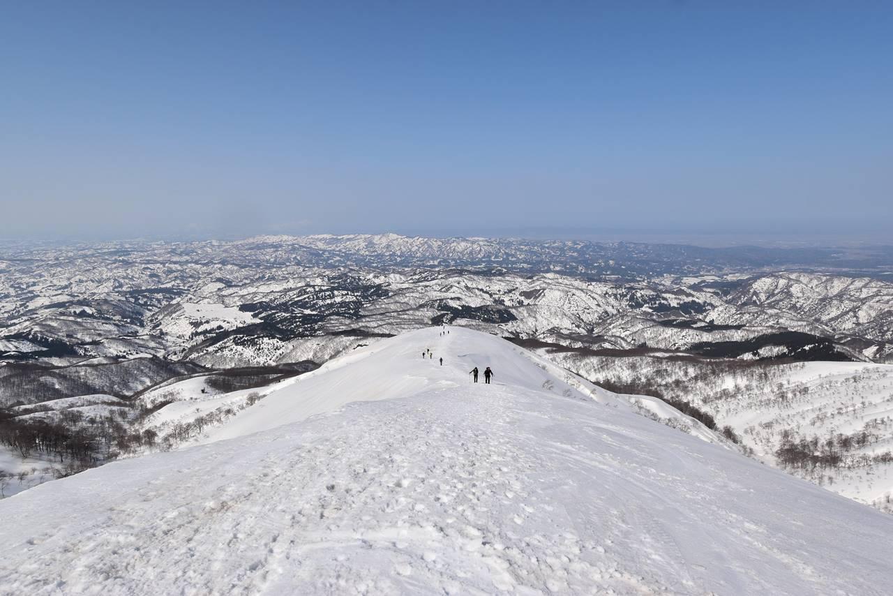 【新潟】守門岳 登山道から眺める雪景色と海の展望