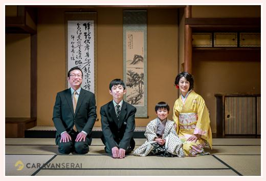春の七五三 古民家のお座敷で家族そろっての記念写真