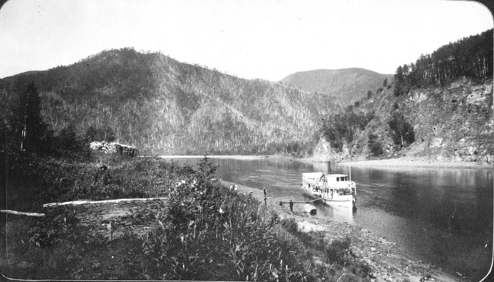 Пароход «Уркан» на реке Зее близ устья Гилюя