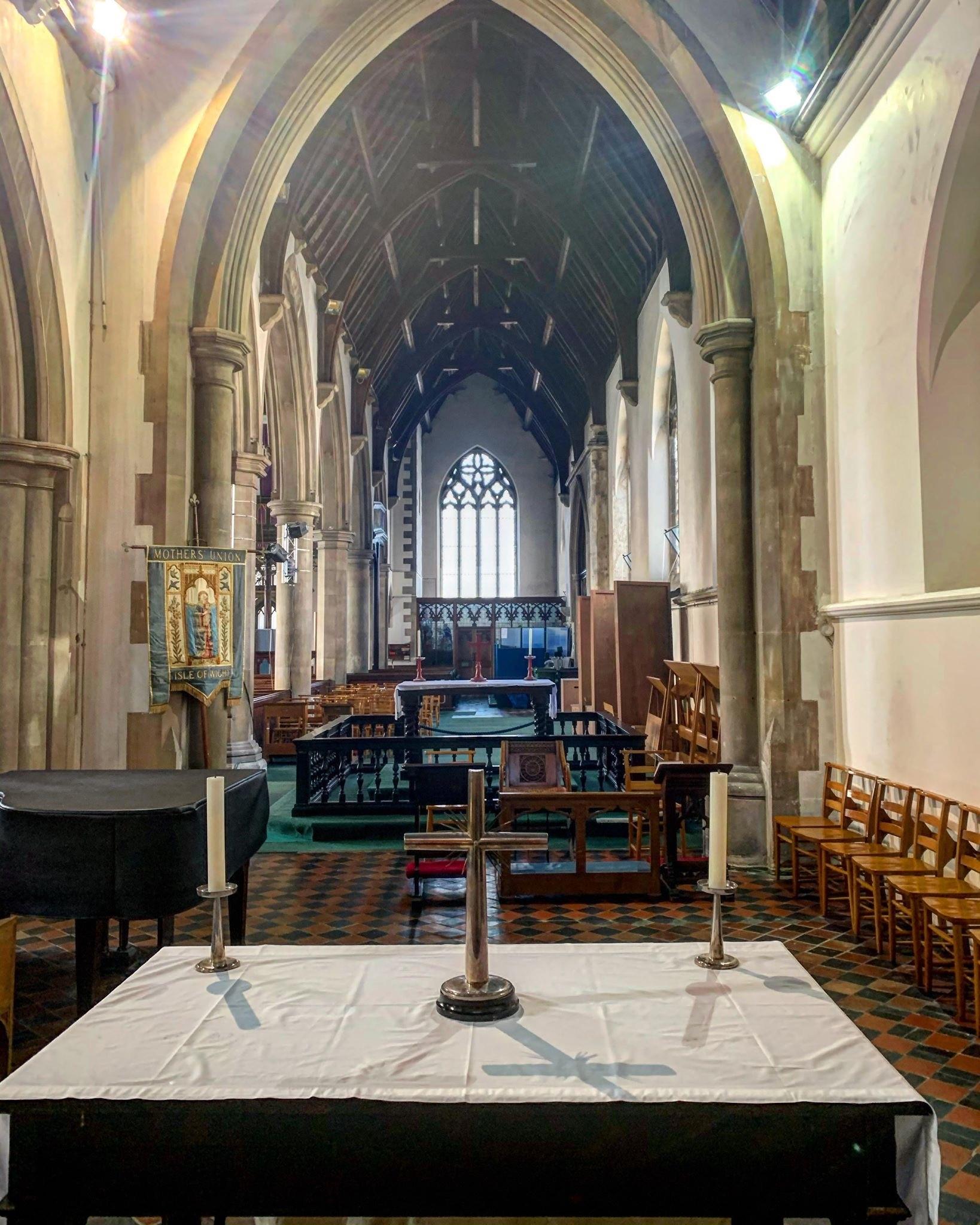 NEWPORT, Minster Church of Sts Thomas - int
