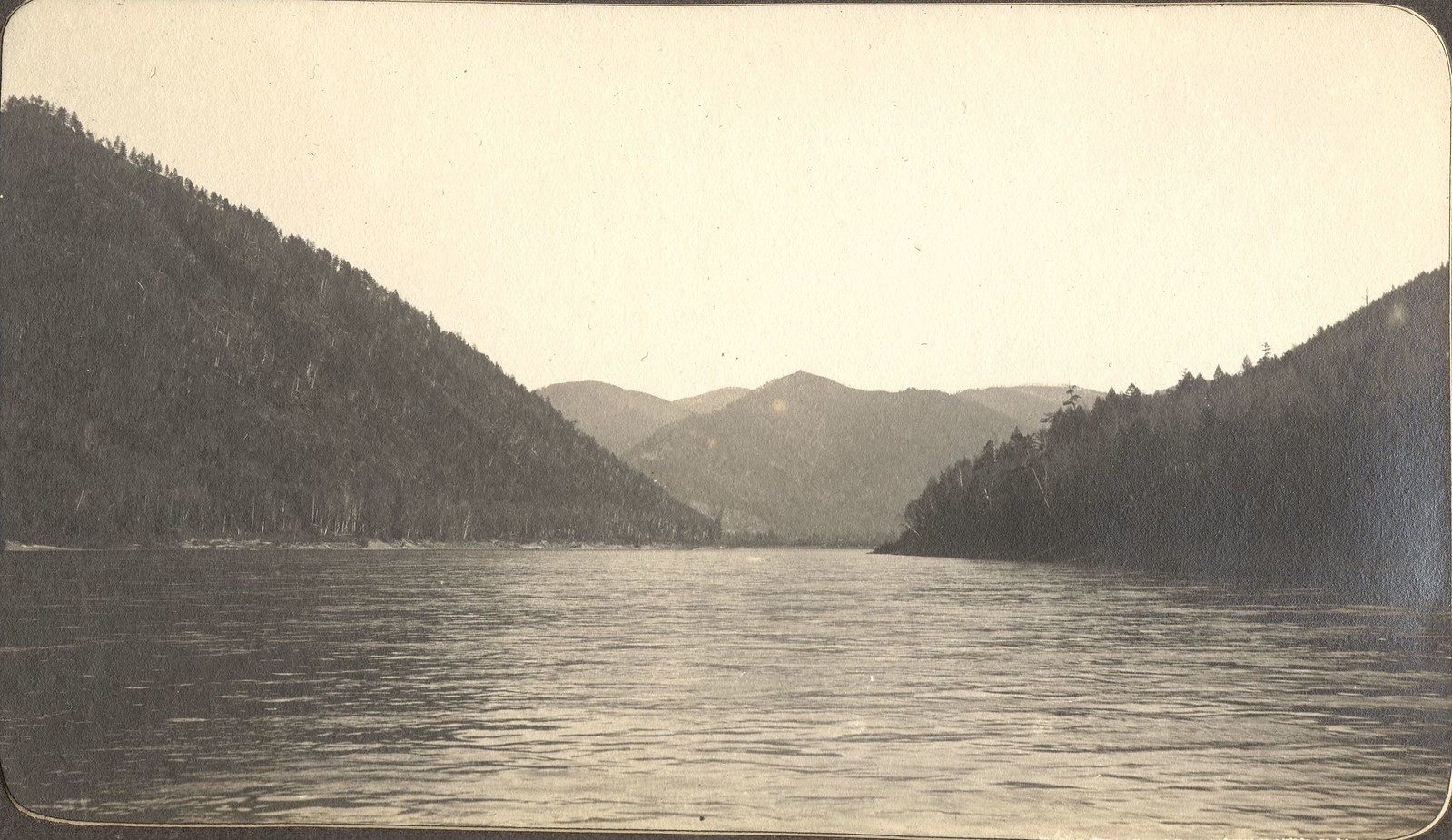 Вид реки Зеи в теснинах гор близ устья Гилюя