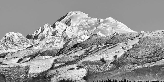 2015-12-30 Mt. Baker & Twin Sisters Mountain (B&W) (1360x680)