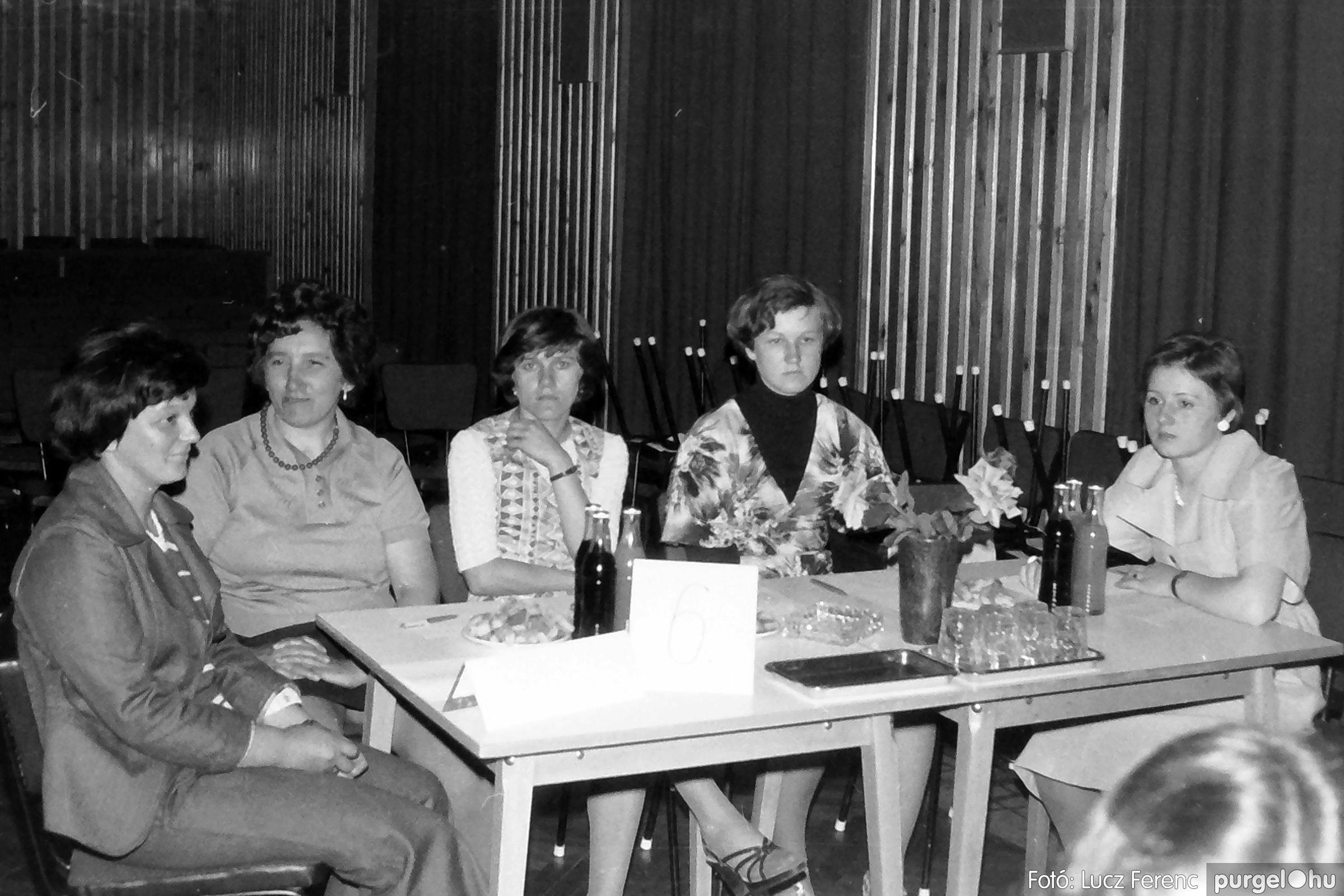 081. 1977. Kendergyári dolgozók vetélkedője 008. - Fotó: Lucz Ferenc.jpg