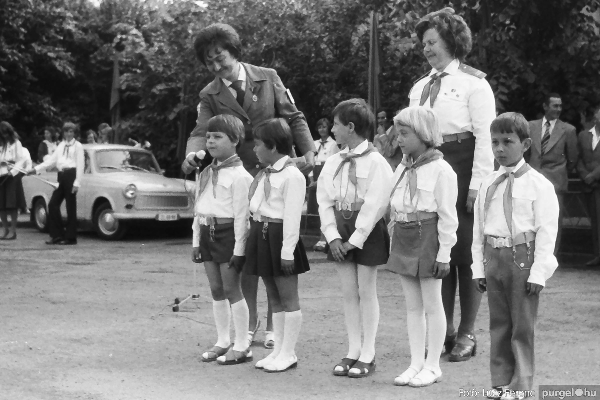 082. 1977. Kisdobos és úttörő avatás 030. - Fotó: Lucz Ferenc.jpg