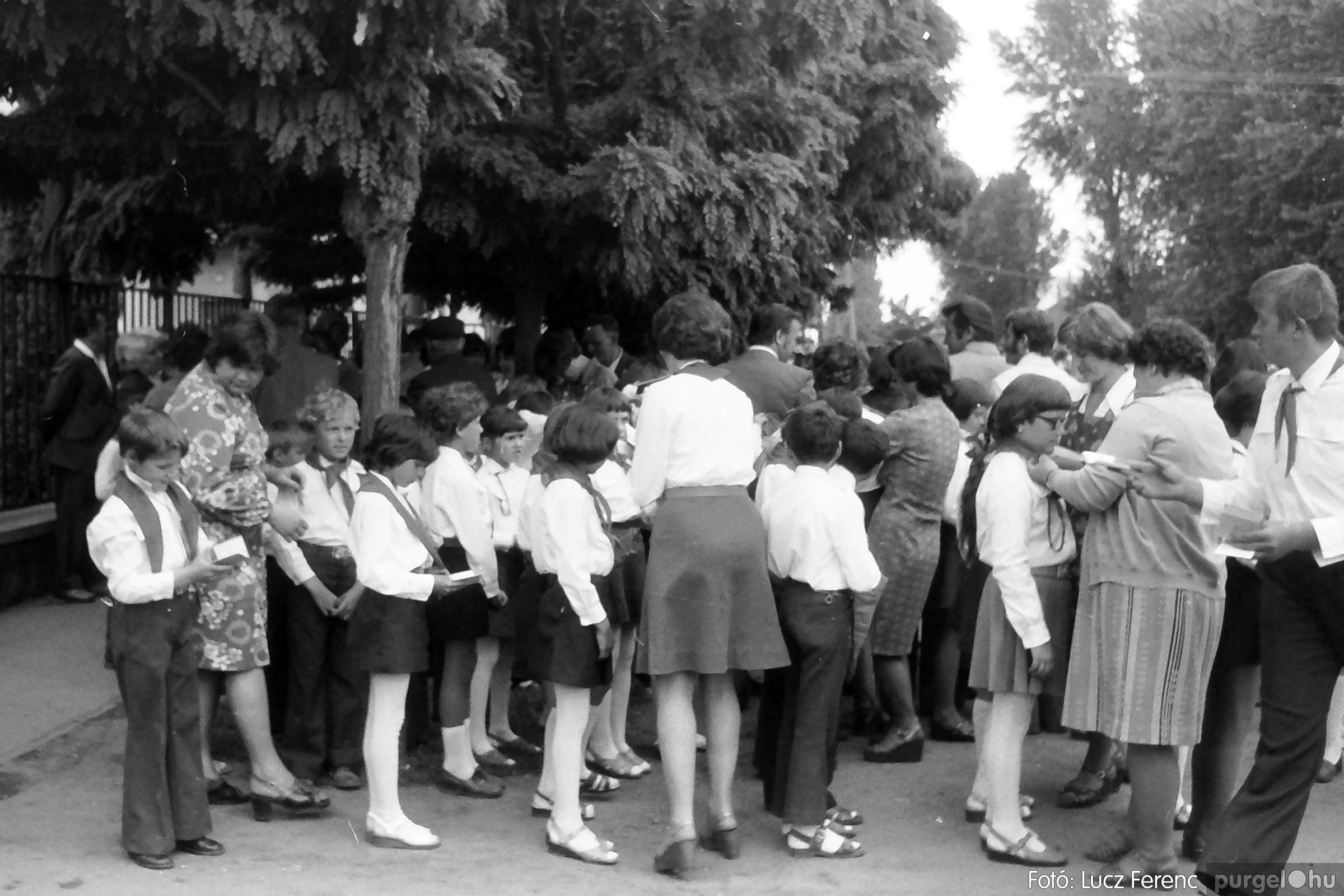 082. 1977. Kisdobos és úttörő avatás 024. - Fotó: Lucz Ferenc.jpg