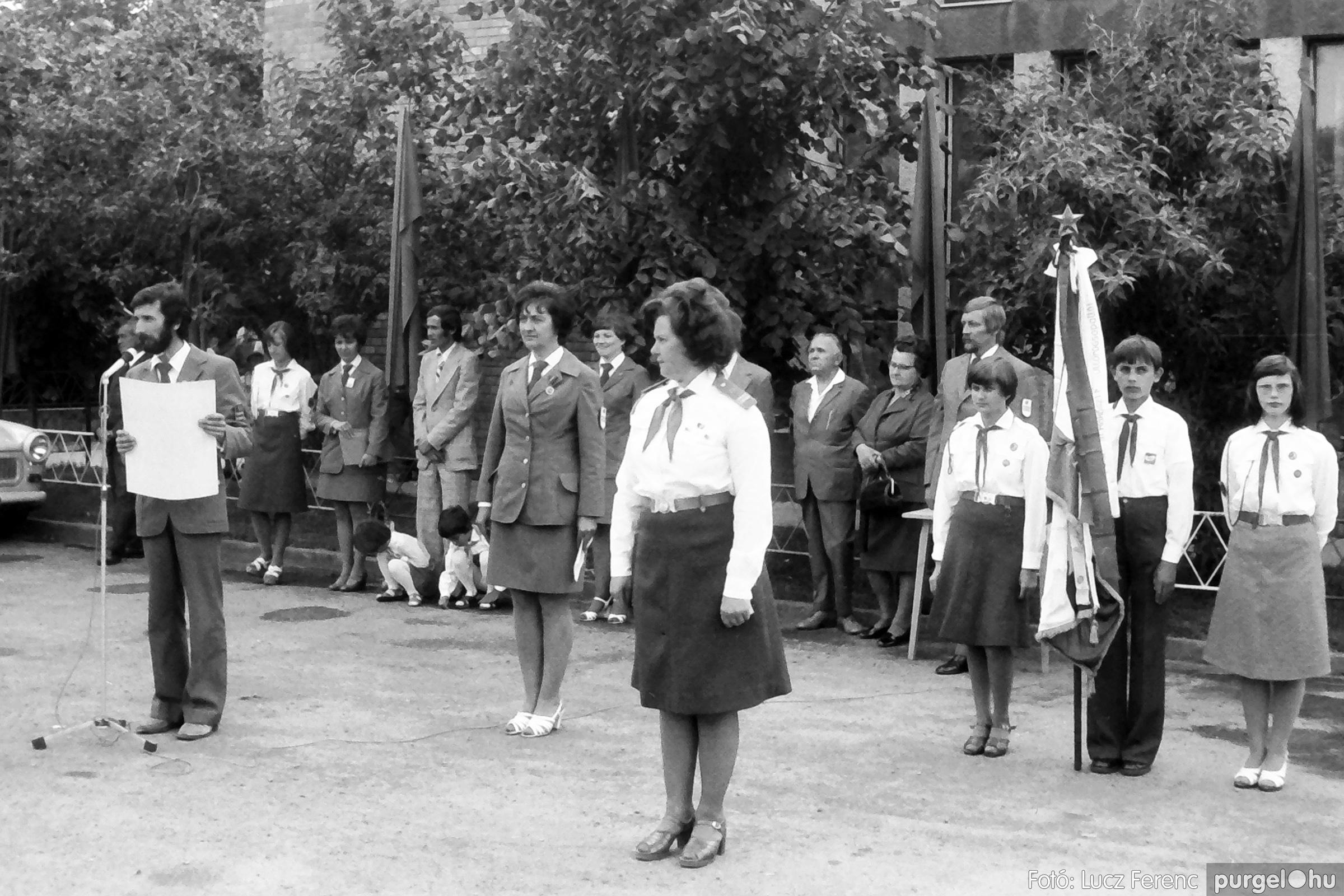 082. 1977. Kisdobos és úttörő avatás 008. - Fotó: Lucz Ferenc.jpg
